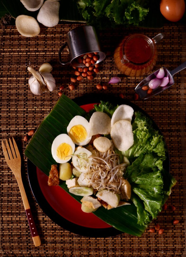 salad-with-egg-3008740